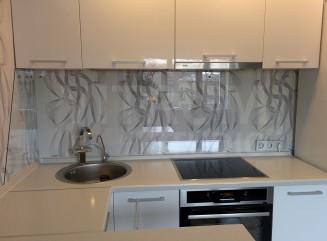 Прозрачный фартук из закаленного стекла 6 мм + обои Vitrum Studio Прозрачные скинали в Иркутске м-он Первомайский